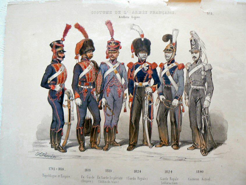 肋骨服からナポレオンジャケットへの変遷と側章パンツ