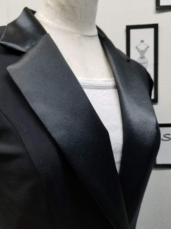 ダンス用レディースジャケット クレープ生地のジャケット ジャケットを着ても肩が上がらない テーラードジャケット 細身ラインのジャケット
