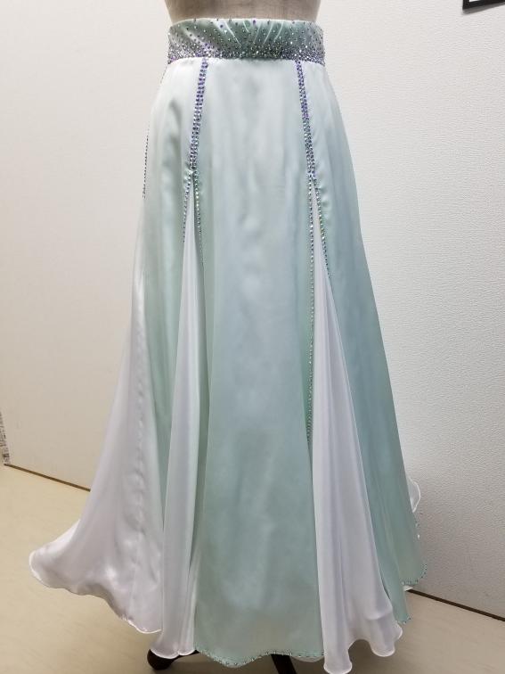 社交ダンスドレスのリフォーム リメイク お直し ドレススカートの丈直し ドレスのファスナー直し ドレスの袖付け ドレスクリーニング ドレス巾詰め ドレス巾出し
