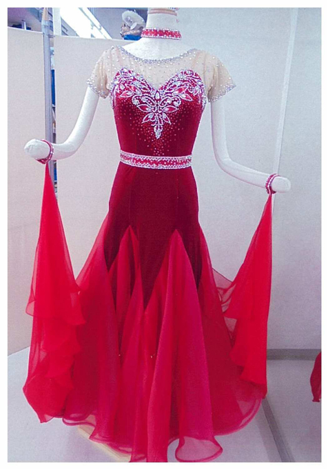 社交ダンス レンタルドレス モダン スタンダード レッド 【レンタル料金】 ¥35,000〔サイズ〕ウエスト:64~68cm 身長:155~163cm程度 ボディーにベロアを使用し、高級感のあるドレスとなっております。ウエストのベルト飾りはとりはずす事ができるので、つけてもつけなくても・・・。人気のNEOライン商品