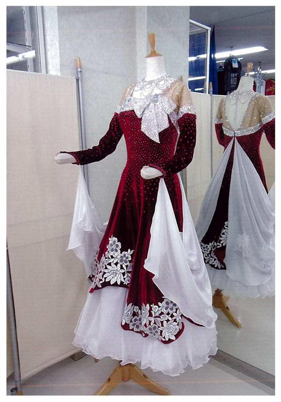 ワイン系ベロアに白 ファンタジックライン クリスマスドレス