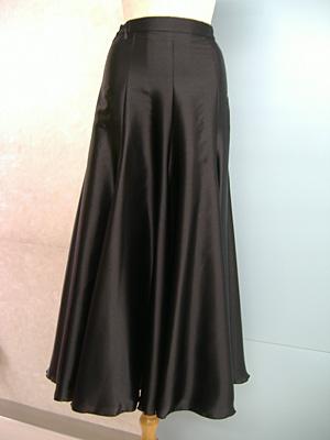 サテンスカート黒画像 白樺ドレス