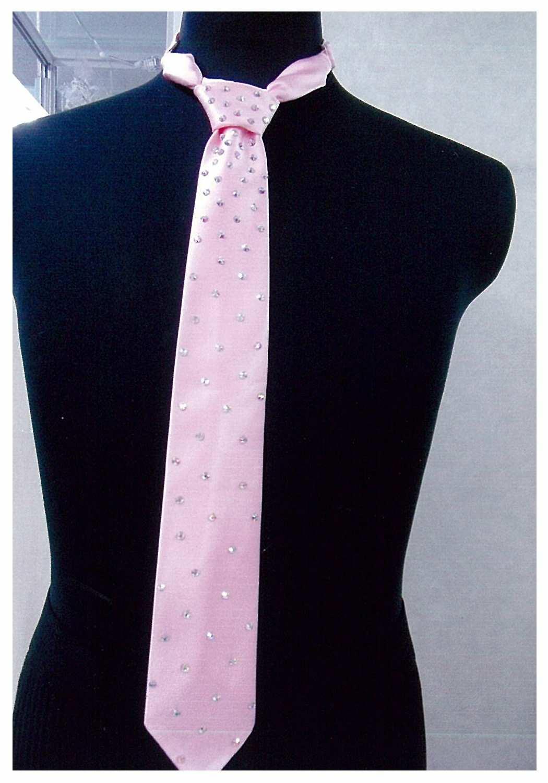 ピンクのネクタイ