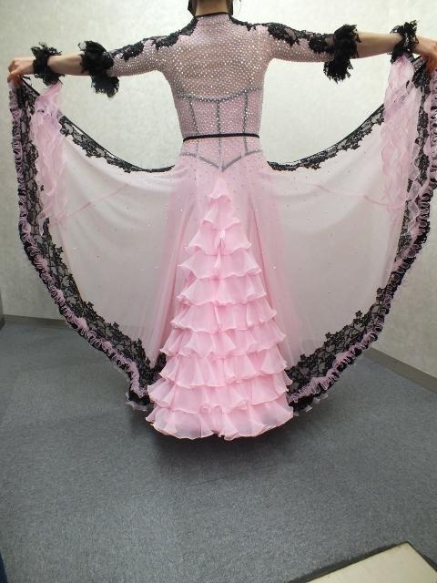 レースモチーフ ピンク ドレス