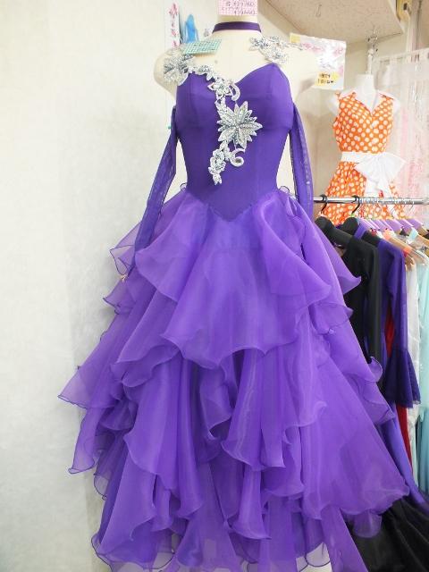 紫色のシンプルなドレス