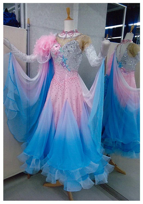 ファンタジックライン ピンクとブルーのグラデーション ドレス