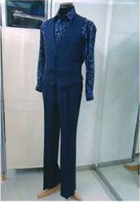 グレーのベストとパンツ画像 白樺ドレス
