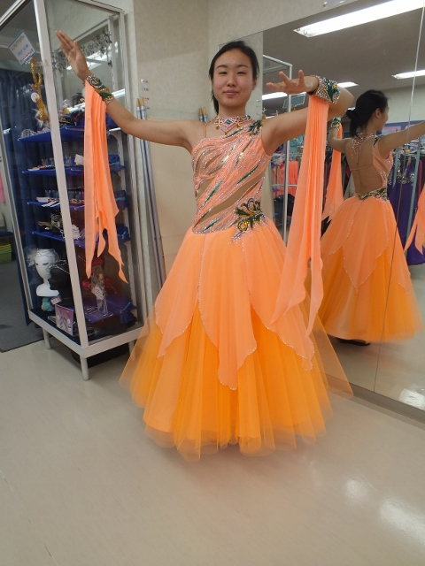 マンゴー色のスタンダードドレス 勝つためのドレス白樺ドレスモニター